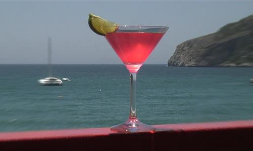 Bacardi archivos coctel y bebida for Coctel con zumo de tomate